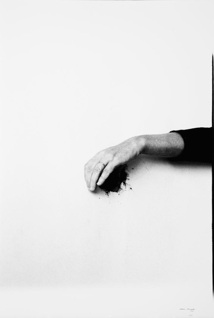 008-helena-almeida-theredlist